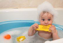 при какой температуре купать младенца