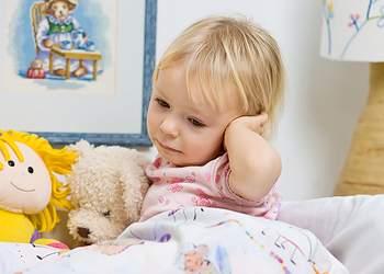 у ребенка болит ухо и температура 38