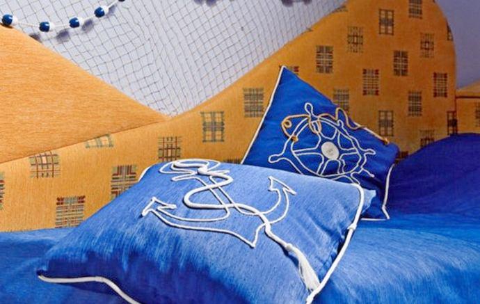 декор подушками в детской для двух мальчиков