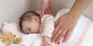 как уложить спать новорожденного, если он не спит ночью
