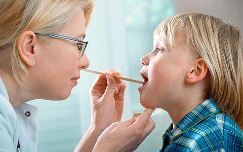 Аденоиды у ребенка – это