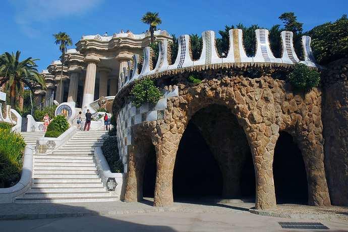 парк Гуэля в Барселоне - лестница Саламандра