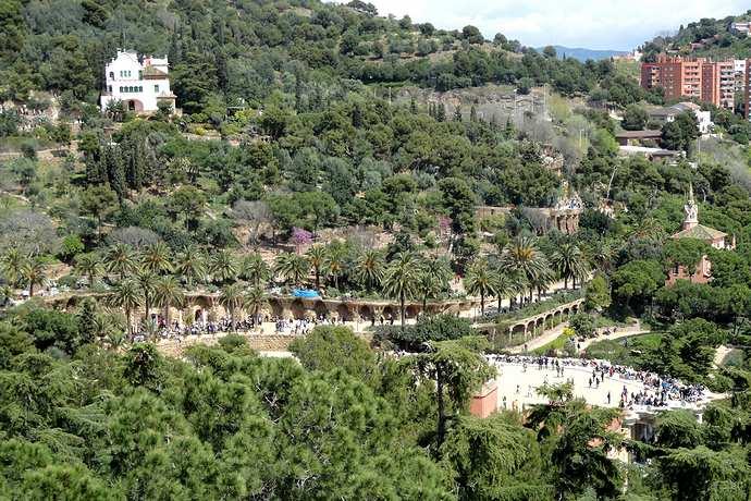 система высот в парке Гуэля в Барселоне