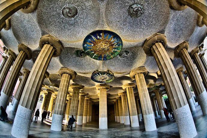 парк гуэля зал 100 колонн