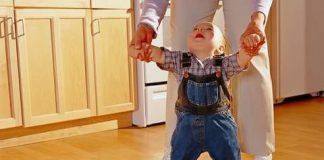 Во сколько месяцев дети начинают ходить
