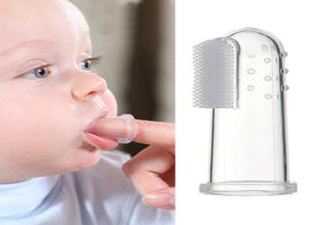 с какого возраста лучше начинать чистить зубы ребенку пастой