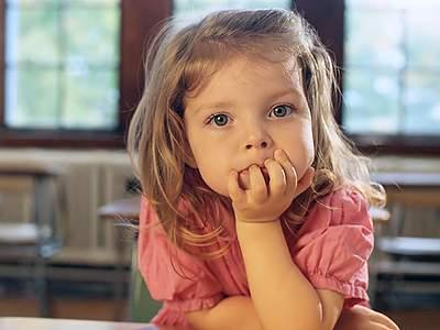 почему дети грызут ногти