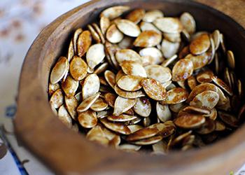 7:6 в пользу употребления семечек при грудном вскармливании. Почти паритет, но...