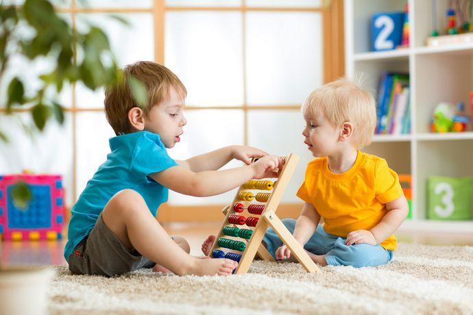 мягкий ковер в детской для двух мальчиков