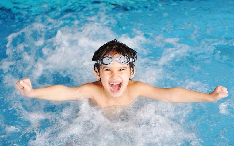 Плавание ребенка