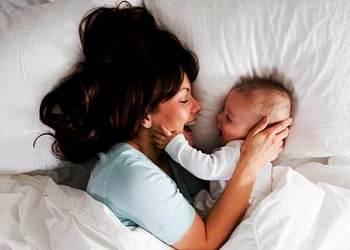как приучить ребенка спать в своей кроватке и отучить от совместного сна с мамой