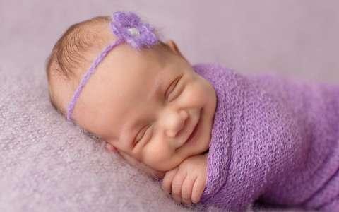когда новорожденный начинает улыбаться и агукать