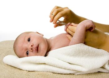 когда стричь ногти новорожденному первый раз