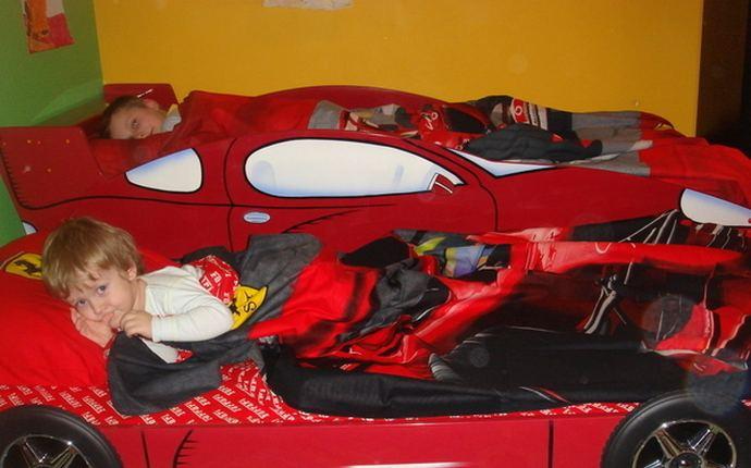 дизайн маленькой детской комнаты для двух мальчиков
