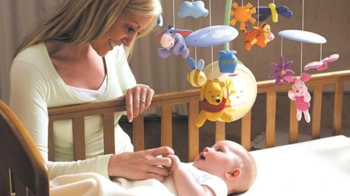 мобиль на кроватку для новорожденных своими руками