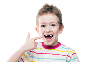с какого возраста чистить зубы ребенку пастой