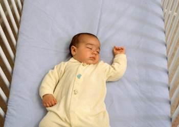 новорожденный не спит весь день: обращаться ли к врачу