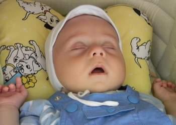 принцип действия ортопедической подушки для новорожденных при кривошее