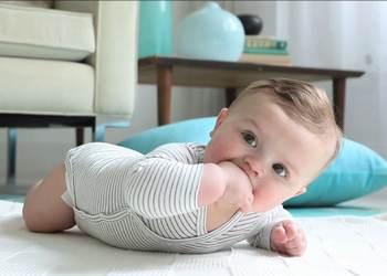ребенок плохо держит голову в 3 месяца: профилактика