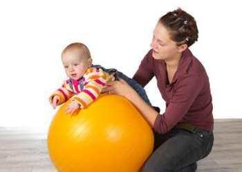 ребенок плохо держит голову в 3 месяца: упражнения