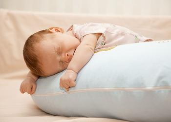 новорожденный спит на животе польза или вред