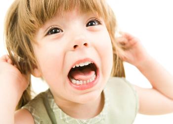 почему ребенок скрипит зубами во сне причины