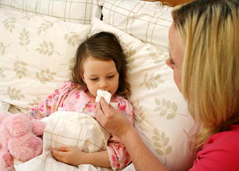 у ребенка температура и желтые сопли